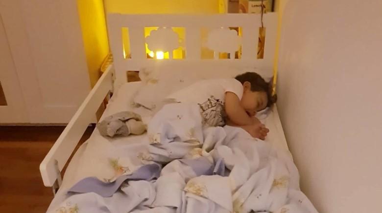 Quando e como fazer a transição do berço para a cama?